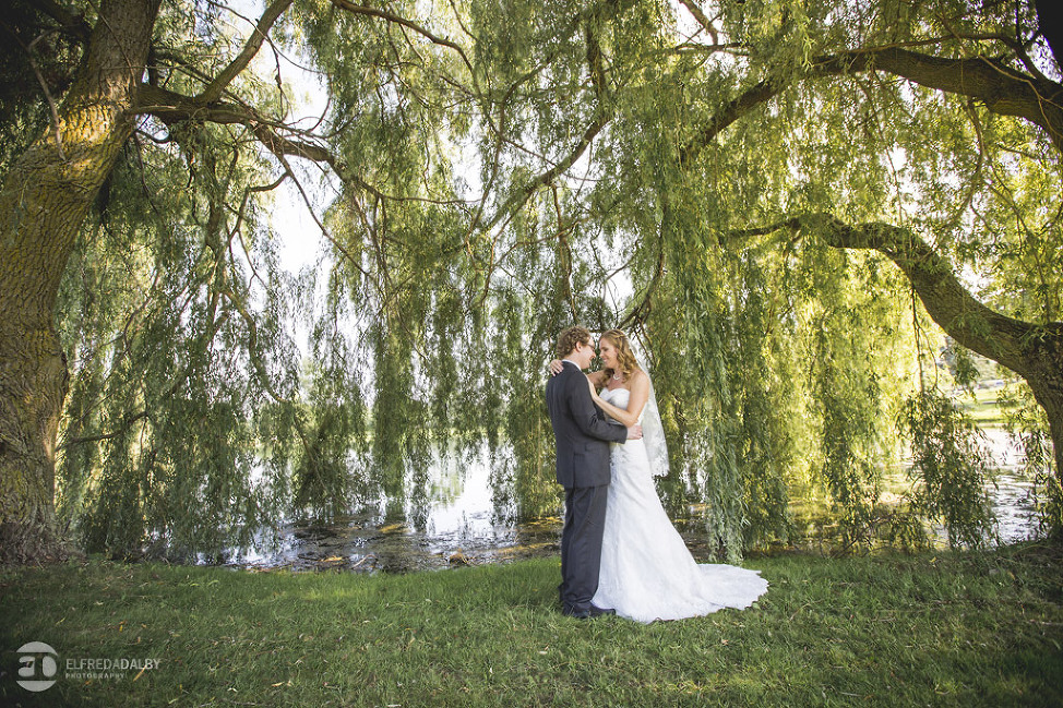 At The Dundee Country Club In New Just Outside Of Kitchener They Could Not Have Had A Lovelier Day For Their Wedding Photographers